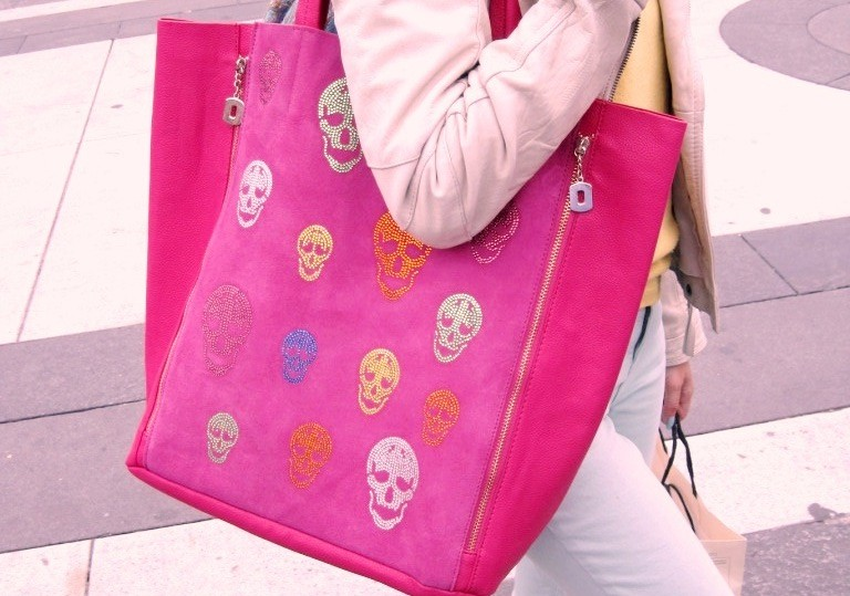 PINK SKULL MUST HAVE
