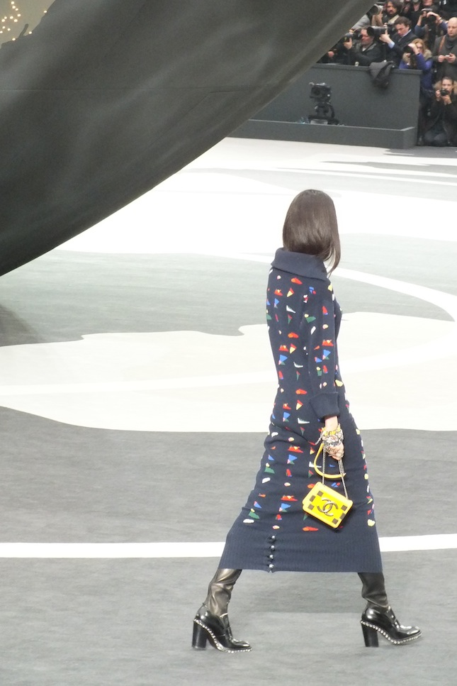 chanel_fashion_show_yellow-bag
