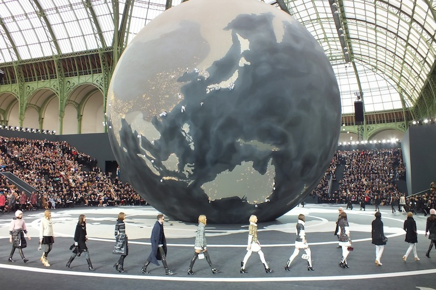 chanel_fashion_world_automne_hiver_2013_2014_fashion_show