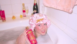in_bath_with_blonde 04