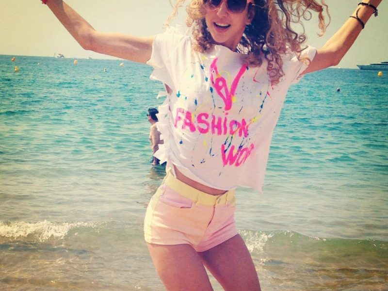 V FASHION WORLD T-SHIRT IN CANNES