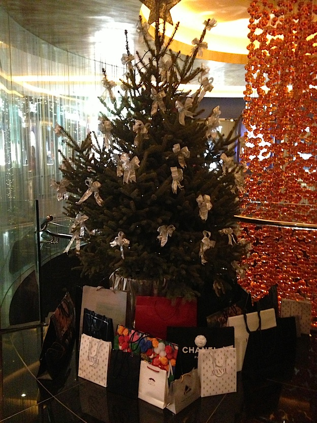 the_penisula_christmas_tree_beijing