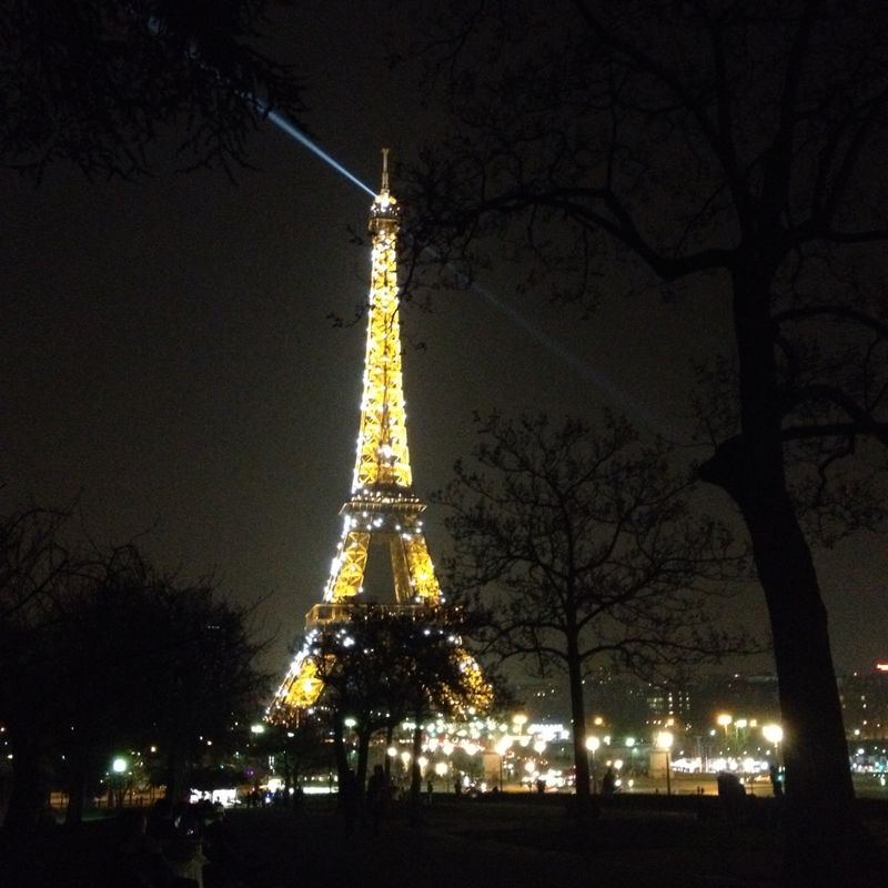 tour-eiffel-by-night