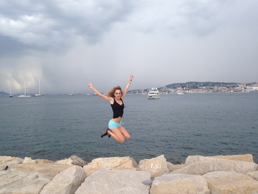 jumping jogging cannes bay
