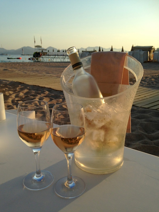 rose wine at the beach