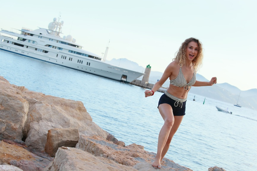 sailorette glam sport naval style in Cannes 06