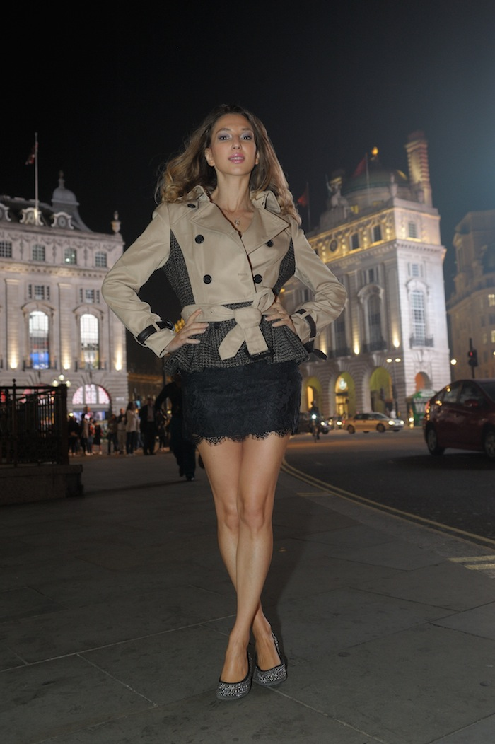 London Fashion week Piccadilly Circus LOOK 01 London style blogger Valentina Nessi