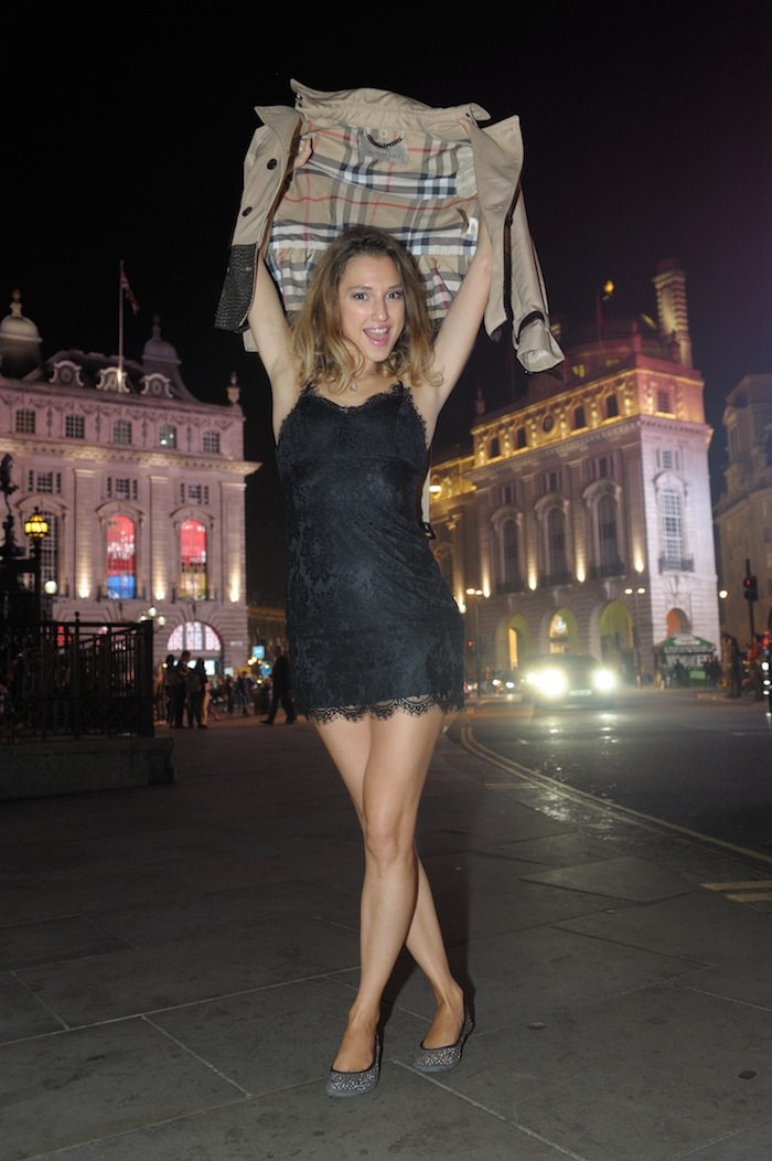 London Fashion week Piccadilly Circus LOOK London style blogger Valentina Nessi 06