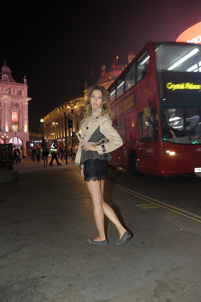 London Fashion week Piccadilly Circus LOOK London style blogger Valentina Nessi