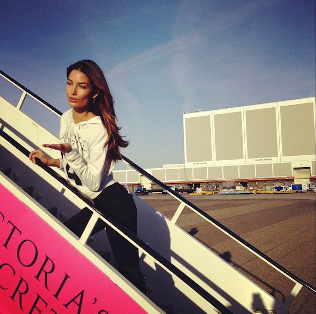 victoria's secret angel kiss private jet 03