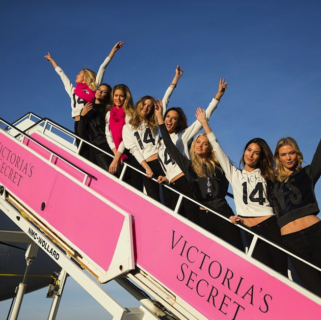 victoria's secret angels pink privat jet 06