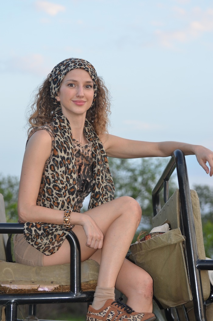 safari look - leopard print t-shirt and scarf 02
