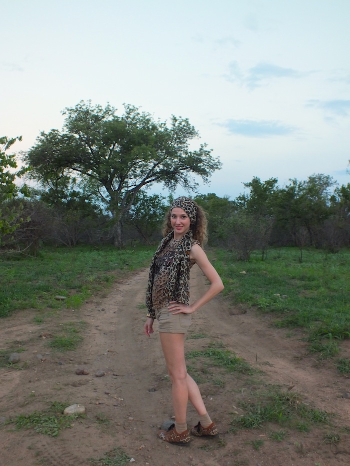 safari look - leopard print t-shirt and scarf 13
