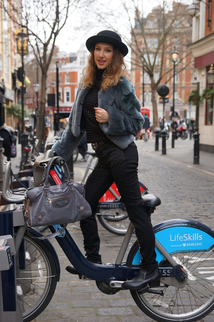 london-street-style-trafalgar-square-march-2015-bycicle 16