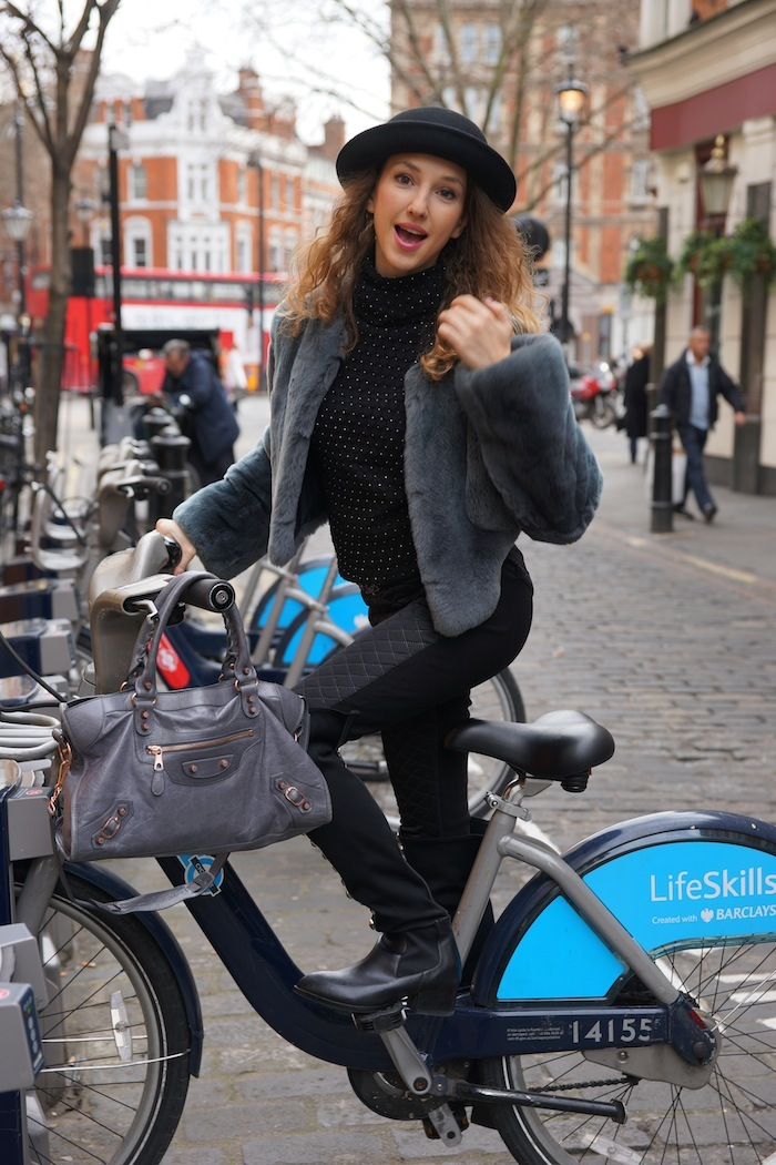london-street-style-trafalgar-square-march-2015-bycicle 26