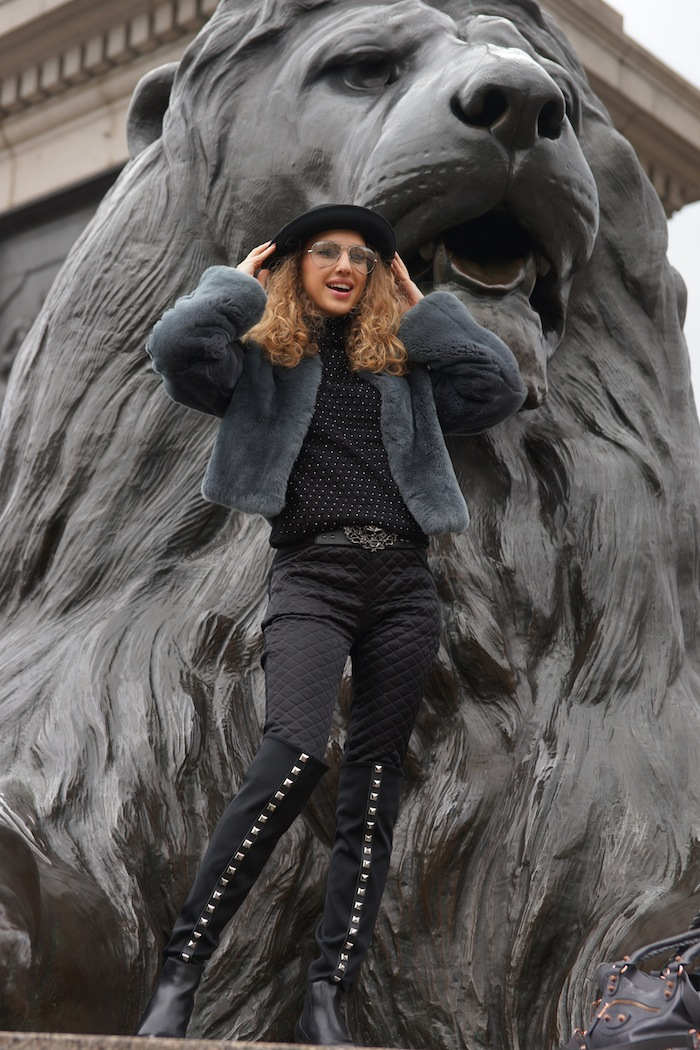 london-street-style-trafalgar-square-march-2015-wild-lion 12