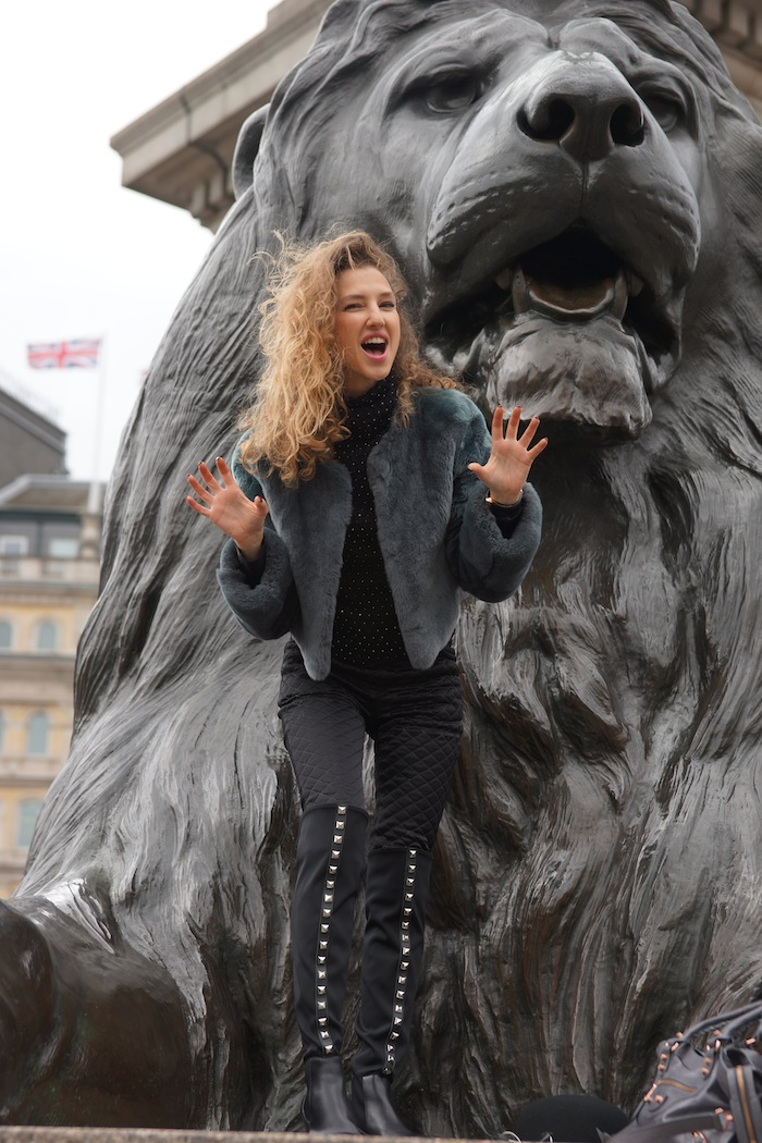 london-street-style-trafalgar-square-march-2015-wild-lion 14