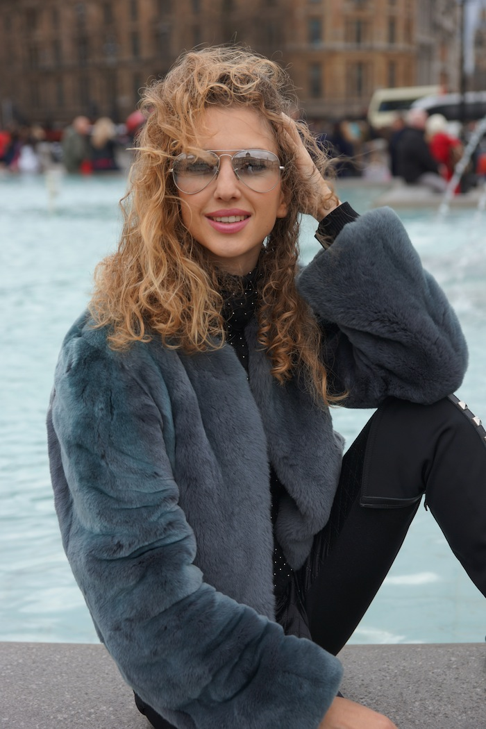 london-street-style-trafalgar-square-valentina-nessi-march-2015 08