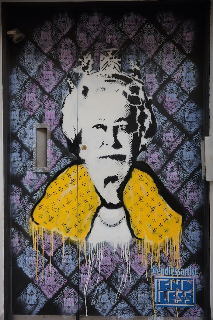 street-art-queen-elizabeth 24