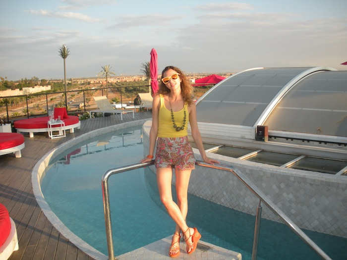 the-pearl-sky-bar-marrakech-fashion-blogger-by-the-pool-13