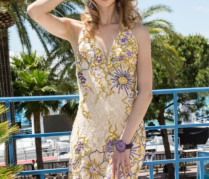 FLOWER DRESS & DE GRISOGONO JEWELS