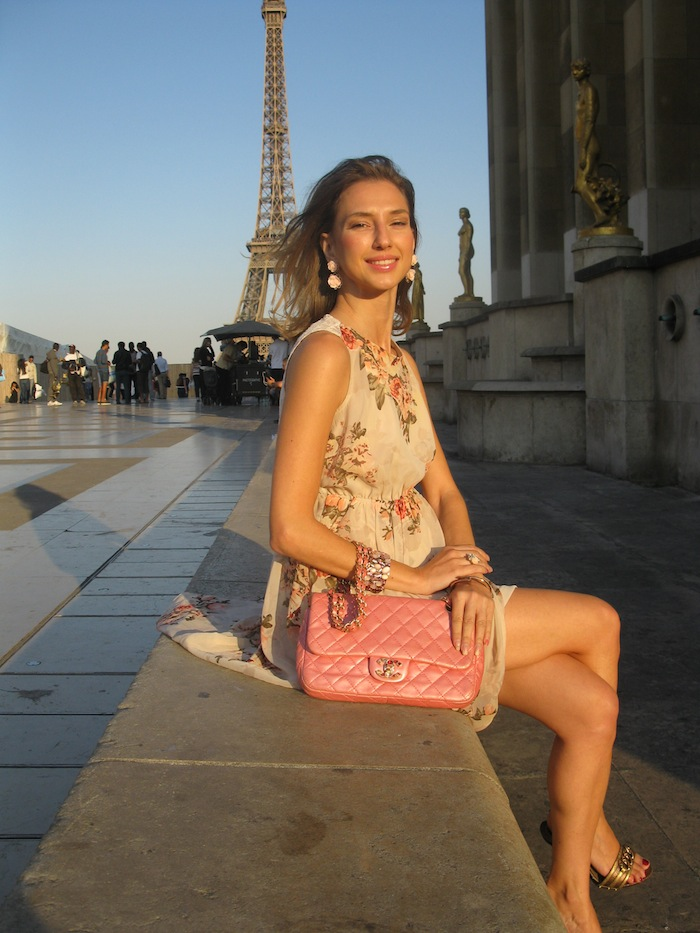 flower-couture-dress-pink-chanel-tour-eiffel-paris-08