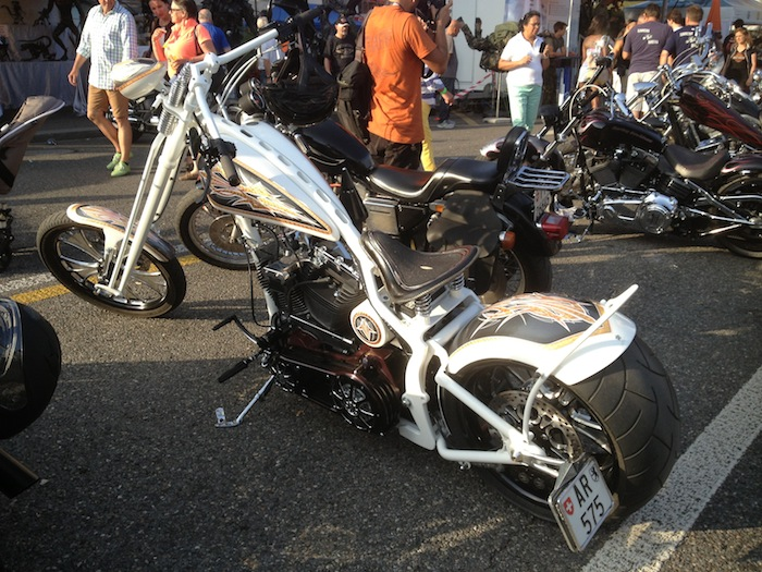 harley-davidson-white-luxury-edition-02