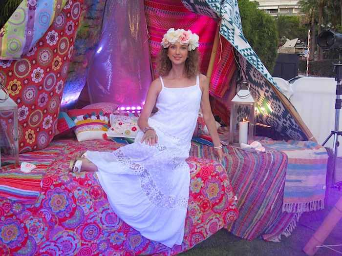white-hippie-dress-flower-power-party-01