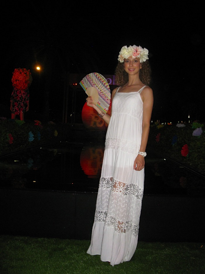 white-hippie-dress-flower-power-party-09