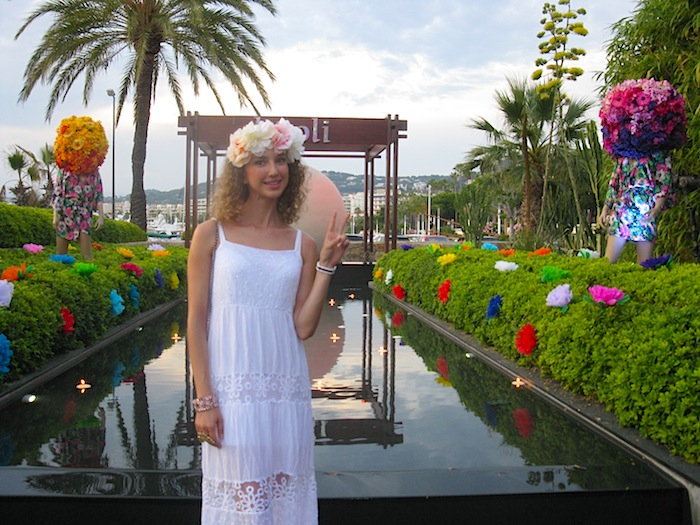 white-hippie-dress-flower-power-party-baoli-02
