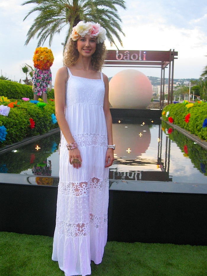 white-hippie-dress-flower-power-party-baoli-03