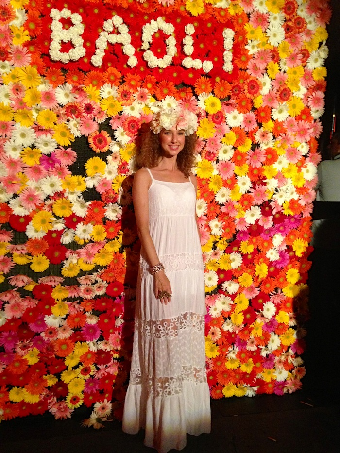 white-hippie-dress-flower-power-party-baoli-08