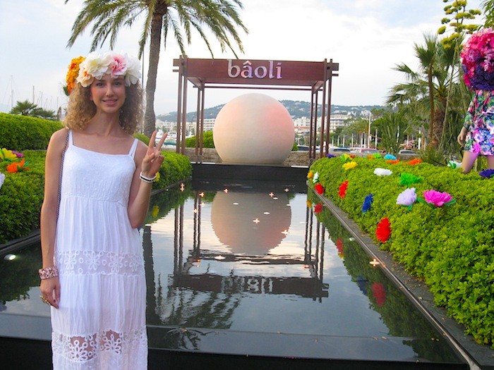 white-hippie-dress-flower-power-party-baoli-p4