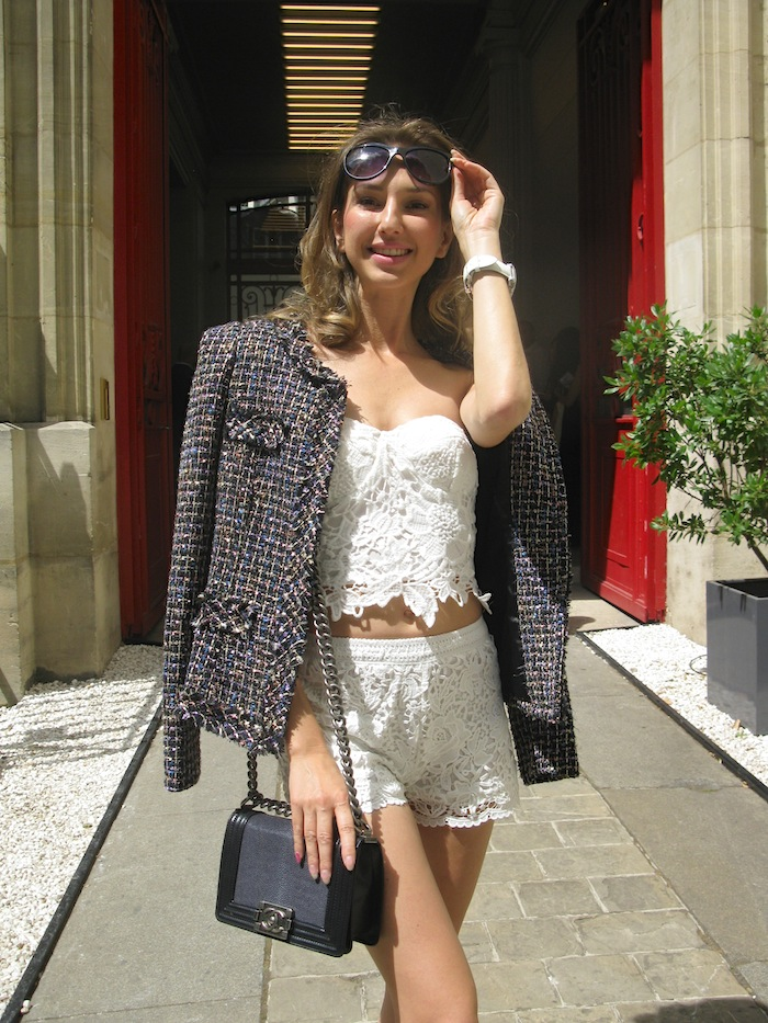 white-lace-cropped-outfit-fashion-blogger-with-chanel-boy-bag-03
