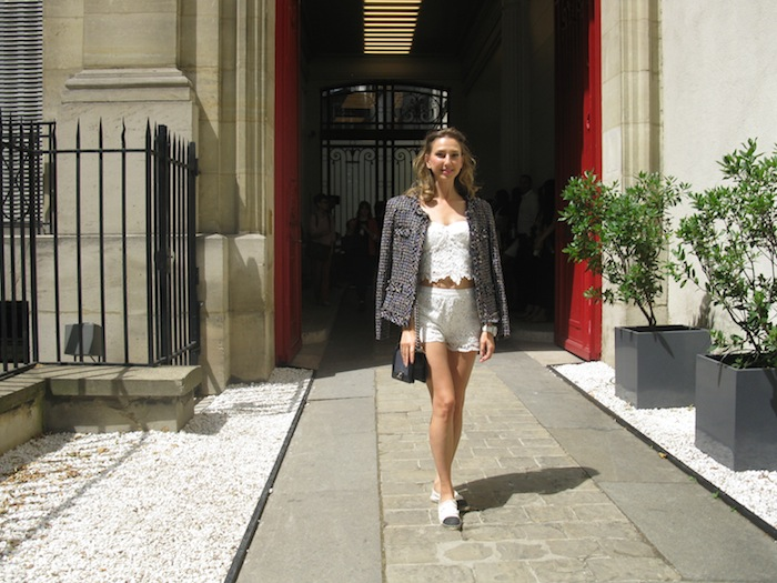 white-lace-cropped-outfit-with-chanel-boy-bag-espadrillas-02