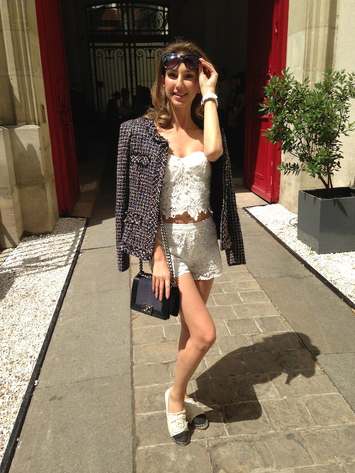 white-lace-cropped-outfit-with-chanel-boy-bag-espadrillas-04
