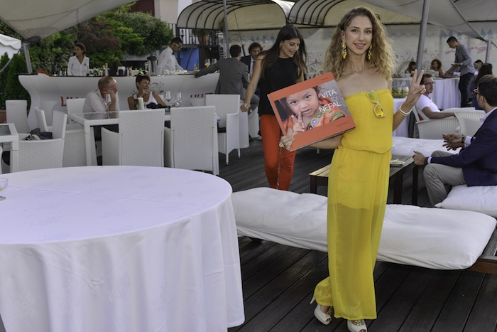 yellow-jumpsuit-swiss-fashion--charity-blogger-vita-for-nepal-charityevent-05