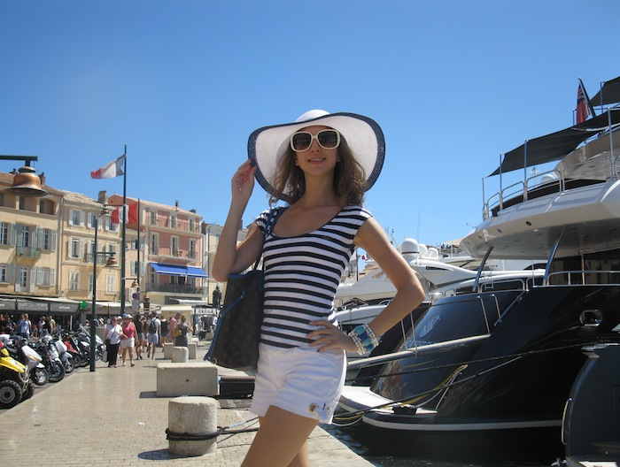 saint-tropet-diva-yacht-style-striped-shirt-outfit-01