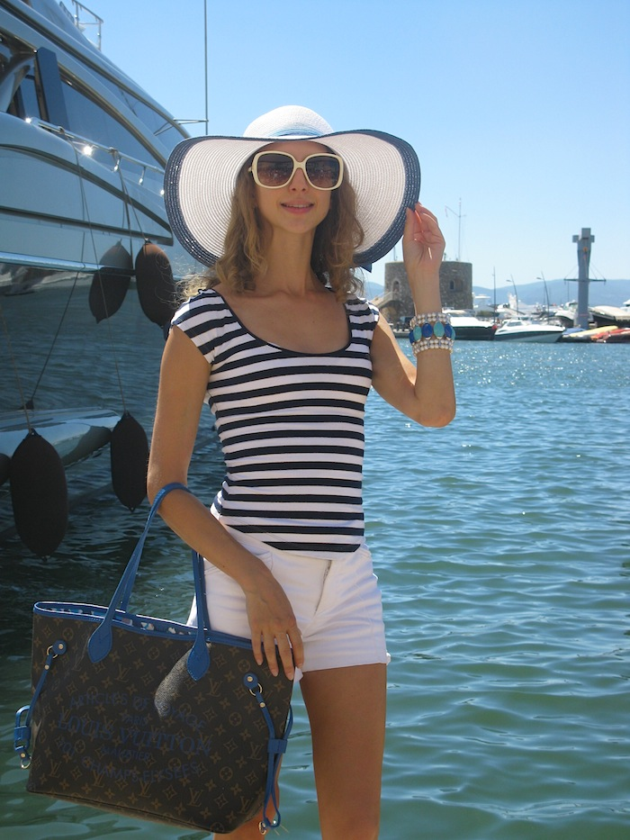 saint-tropet-diva-yacht-style-striped-shirt-outfit-02