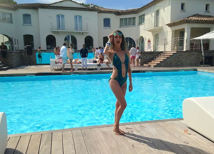 sexy-girl-pool-party-saint-tropez-2015-07