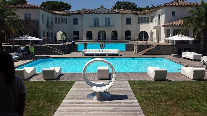 thomas-leclercq-pool-party-saint-tropez-2015-10