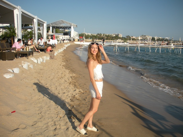 white-lace-croppet-outfit-at-the-beach-cannes-03