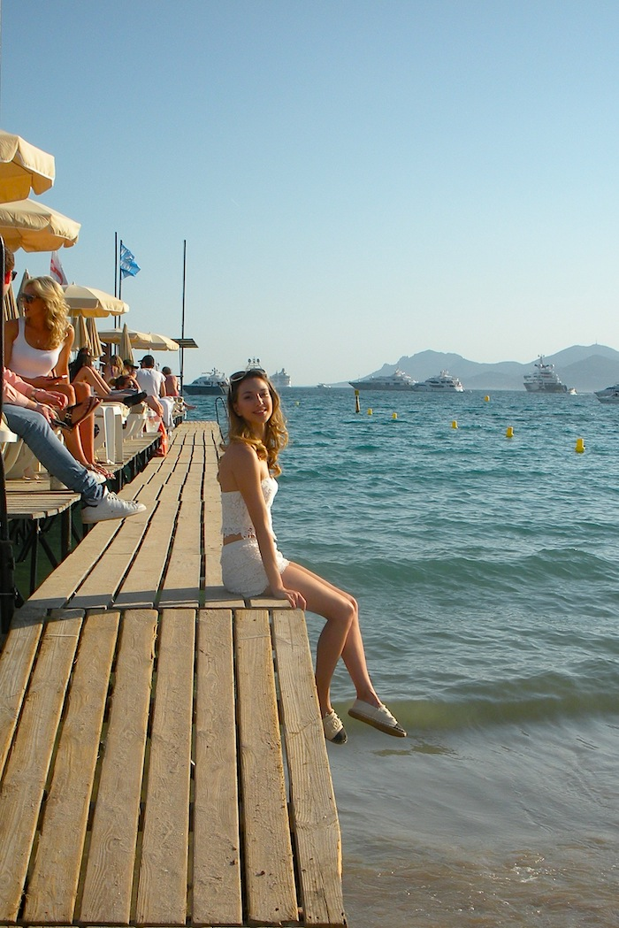white-lace-croppet-outfit-at-the-beach-cannes-06