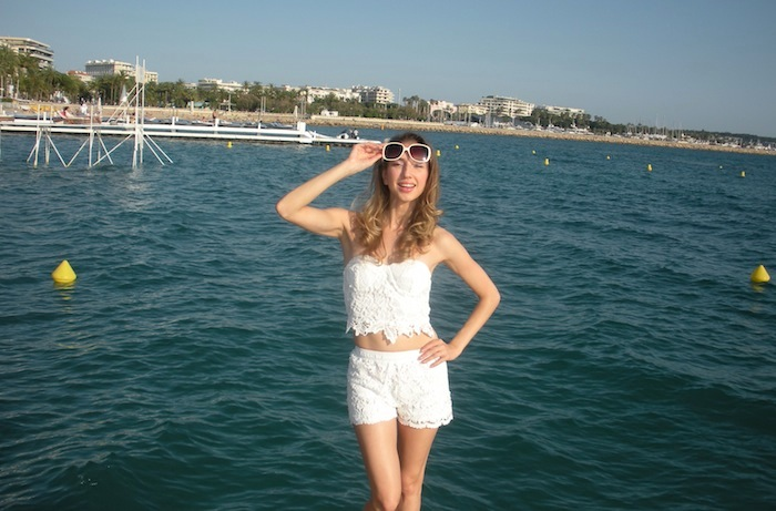 white-lace-croppet-outfit-at-the-beach-cannes-11