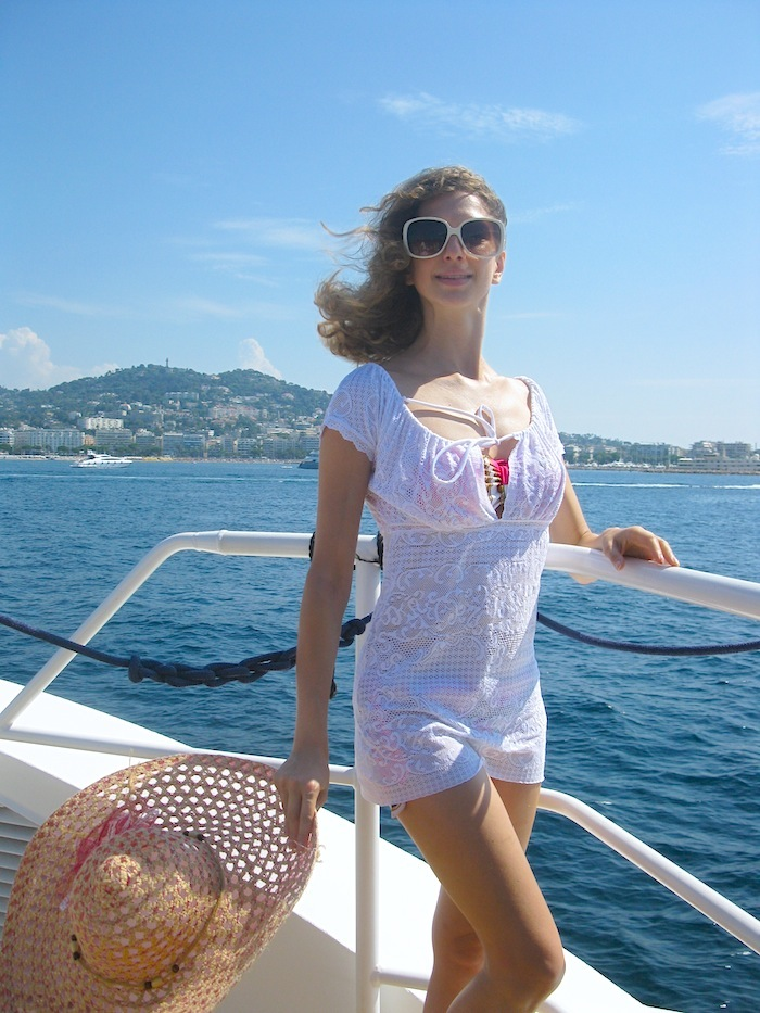 white-pareo-on-the-boat-04