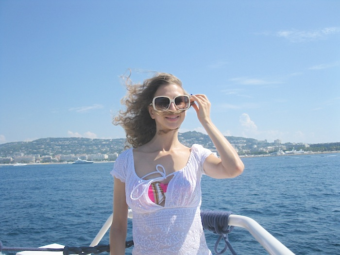 white-pareo-on-the-boat-05