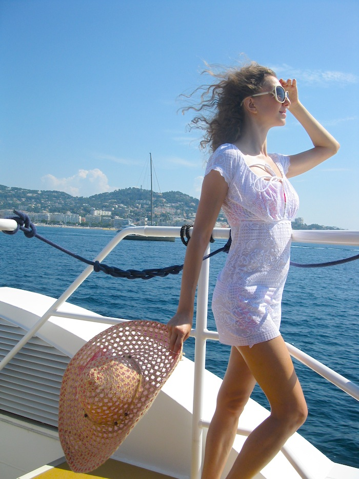 yacht-style-white-pareo-on-the-boat-01