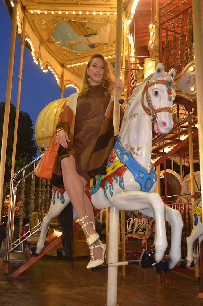 carousel-paris-trocadero-fashion-editorial-vfw-magazine-october-2015-04