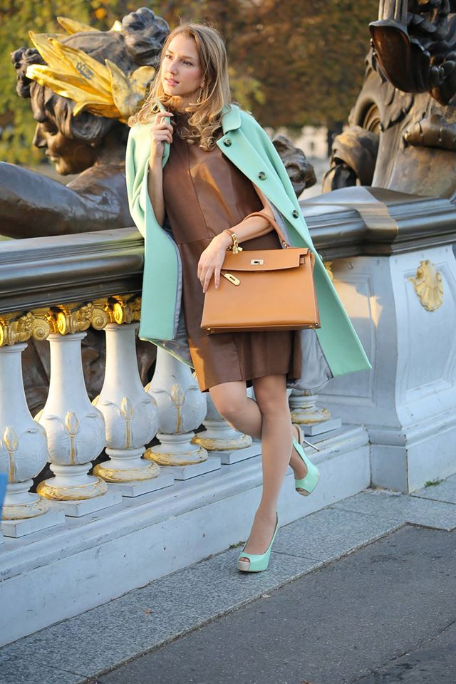 valentina-nessi-fashion-style-icon-hanita-mint-coat-hermes-kelly-outfit-15