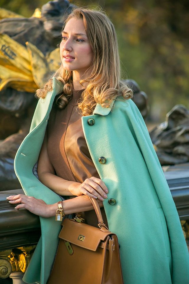 valentina-nessi-vfashionworld-fashion-blogger-hanita-mint-coat-hermes-kelly-bag-editorial-01